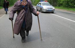 Сельский криминал: 87-летняя бабушка из Акши дала отпор грабительнице, укравшей у нее постельное белье