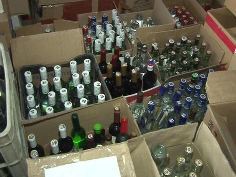 Крупную партию контрафактного спирта нашли на складе в Чите