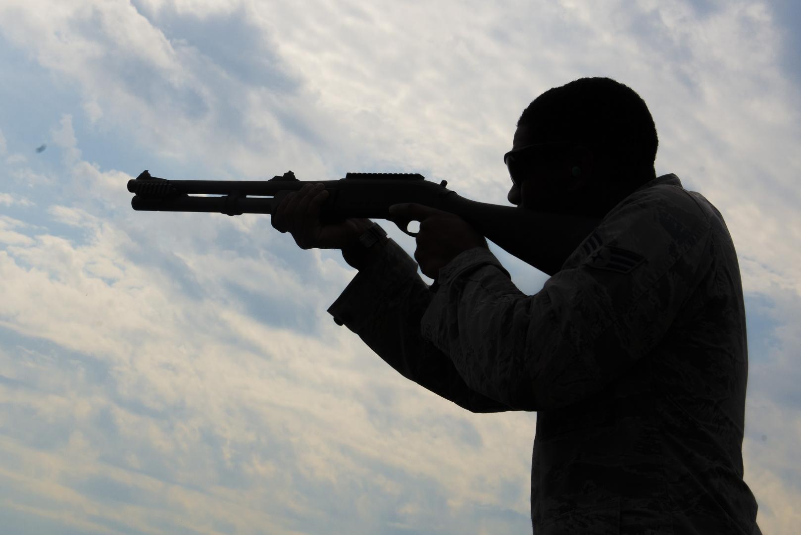 Забайкалец выстрелил в знакомого и сына из ружья, а потом ушел спать