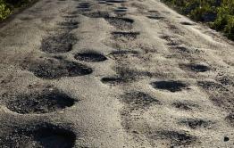 Автомобиль администрации села развалился из-за плохой дороги