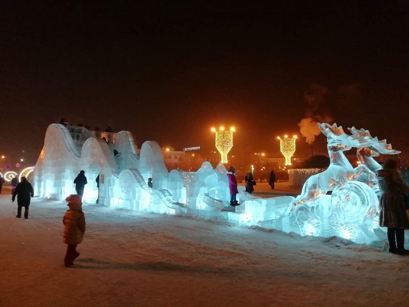Ледовый городок открылся на площади Ленина. Читинцы в восторге!