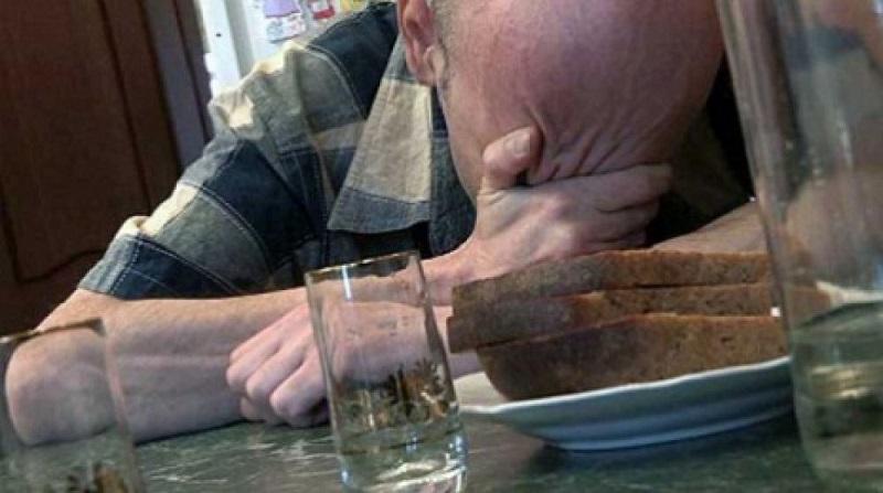 Житель Краснокаменска ранил ножом зятя и пропил деньги дочери