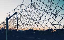 Три жителя Краснокаменска перебрасывали наркотики через забор ИК-10