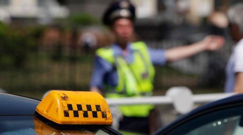 19-летняя читинка угнала такси, пока водитель был в магазине
