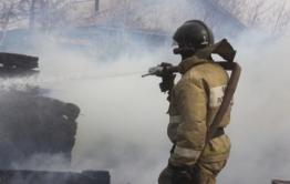 Два человека погибли при пожаре в поселке под Читой