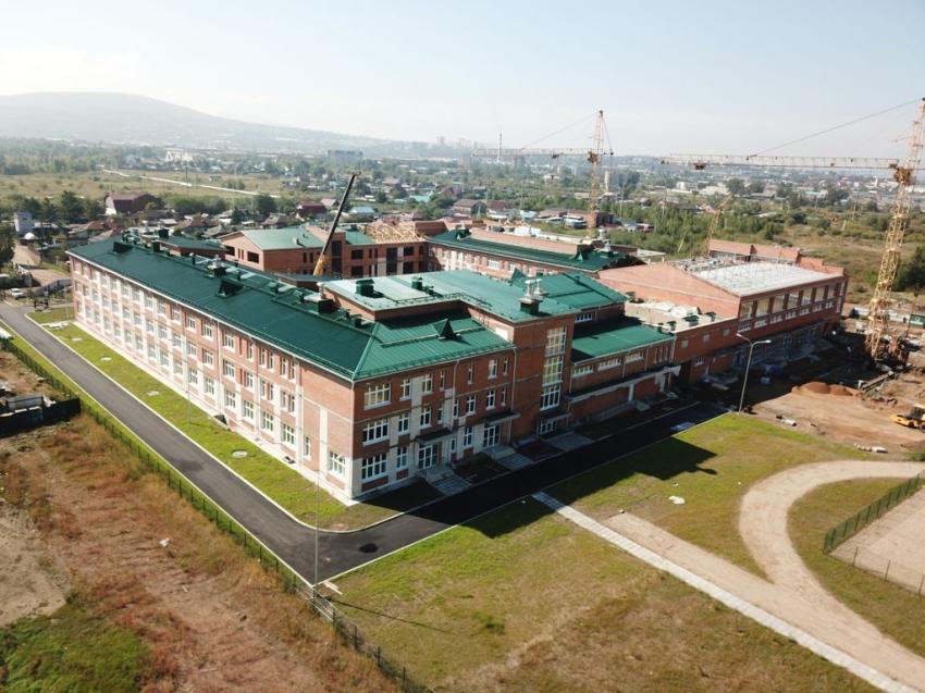 Строительство самой большой школы в Забайкалье завершено на 90%