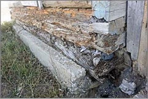 Пенсионеры из Баляги боятся быть погребенными под крышей аварийного дома