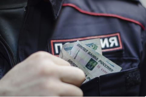 В Забайкалье предприниматель попытался дать взятку полицейскому за покровительство