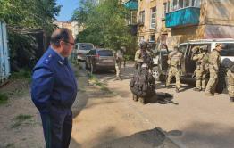 Следователи и полицейские работают над раскрытием убийства в Чите