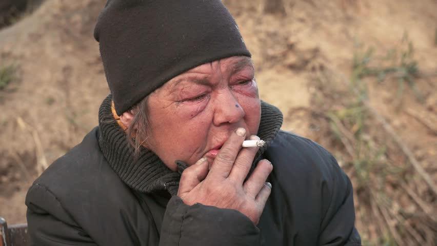 Женщину, живущую в землянке в Борзинском районе, транспортируют в читинский приют