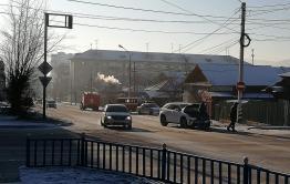 Пожарная машина, Lexus и Land Cruiser Prado столкнулись на перекрестке в Чите