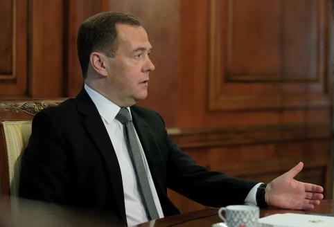 Медведев назвал возможным отключение России от глобальной сети