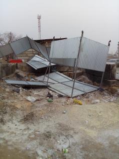 """Мусорная площадка """"Олерон"""" выглядит так после ветров. Нерчинск, 26 марта."""