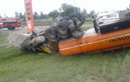 Бензовоз перевернулся в Улетовском районе. Разлилось топливо, водитель погиб