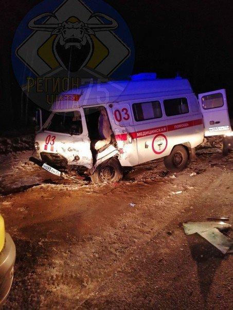 Один человек погиб и четверо пострадали в ДТП со «скорой помощью» под Читой