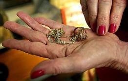 Читинка отдала мошенницам ювелирные украшения за «снятие порчи»