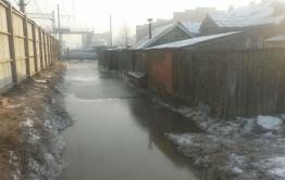 Улицу Перонную на Чите -1 залило водами канализации