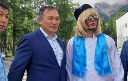 Республика в шоке: стилист Сергей Зверев идет в Госдуму от Бурятии