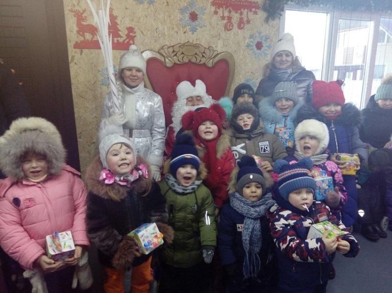 Супруги из Борзи устроили резиденцию Деда Мороза в своем доме