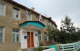 Тополь пробил крышу администрации забайкальского села (видео)