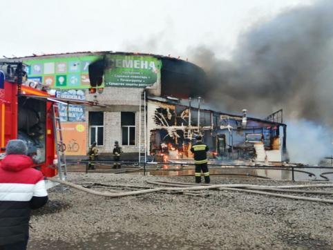 Прокуратура организовала проверку по факту пожара в здании торгового центра в Чите