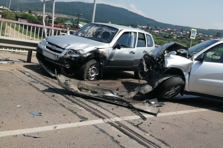 Под Читой образовалась пробка из-за аварии с тремя машинами