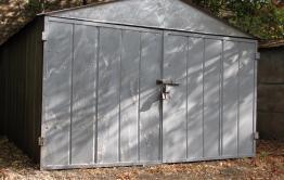 Житель Краснокаменска пытался украсть гараж-ракушку. Его задержали из-за бдительной соседки