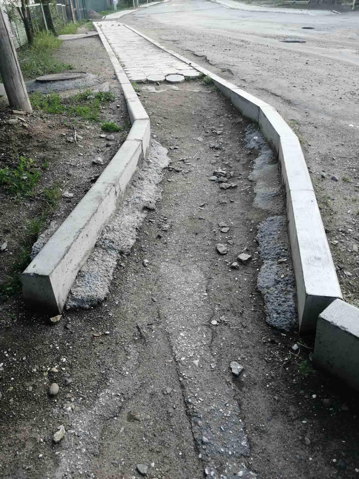 Жители Оловянной недовольны качеством нового тротуара