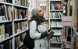 Читатели мерзнут в библиотеке Смоленки
