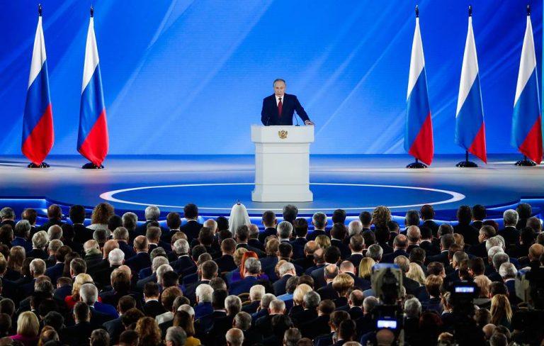 Владимир Путин предложил обеспечить всех школьников с первого по четвертый класс бесплатным питанием