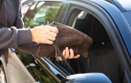 Читинцы украли из салона иномарки рюкзак с пистолетом