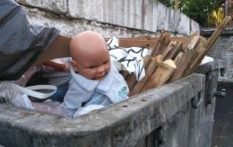Личность женщины, выбросившей новорожденного ребенка в мусорный контейнер, установлена