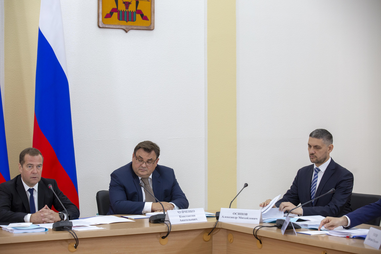 Медведев в дыму сибирских пожаров