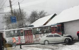 Женщина пострадала в ДТП с троллейбусом на Пожарке в Чите