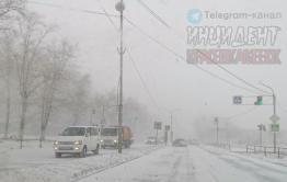 ДТП с мусоровозом произошло из-за урагана в Краснокаменске (видео)