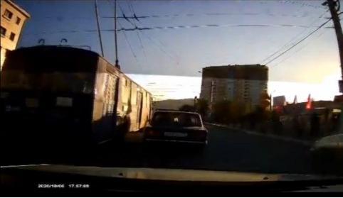 Читинцы засняли лихачащий троллейбус в районе «Сувениров». Видео.