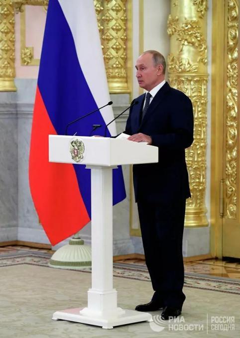 Путин заявил о необходимости помочь россиянам с низкими доходами