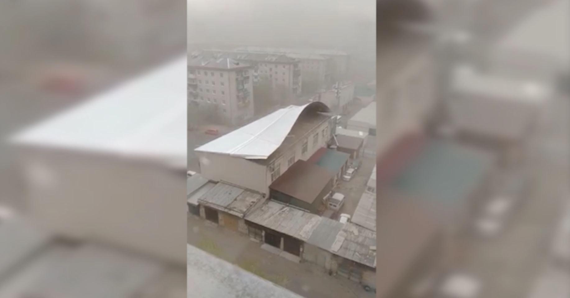 Вечорка ТВ: Ураганный ветер сносит крыши домов в Чите 13 мая 2020