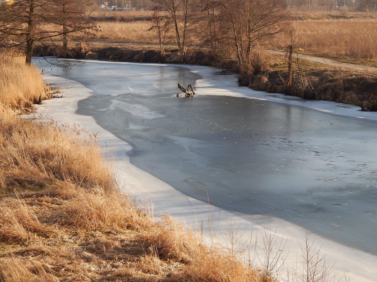 Трехлетний мальчик провалился под лед и утонул в реке Кручина в Забайкалье