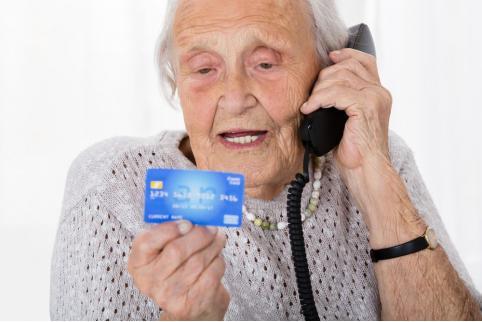 Одежда и планшет: забайкалец украл деньги с карты бабушки и потратил на себя