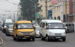 63 нарушения выявлено на маршрутах Меняйло, а он просит увеличить число машин