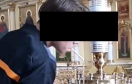 Подросток подкурил сигарету от свечи в Кафедральном соборе в Чите