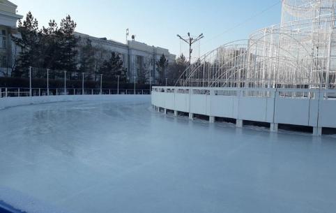 Каток с бесплатным прокатом коньков на площади Ленина в Чите начнет работать 23 декабря