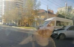 Toyota Probox и маршрутка столкнулись в Чите