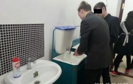 Школьникам в селе Дурой не позволяют пользоваться теплым туалетом и раковинами