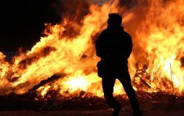 Следователи начали проверку из-за найденных в сгоревшем доме в Балее тел женщины и ребенка