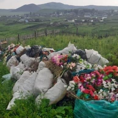 Жители села Явленка пожаловались на заваленное мусором кладбище