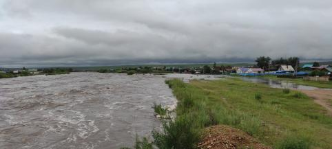 Река Алеурка разбушевалась в Чернышевске (видео)