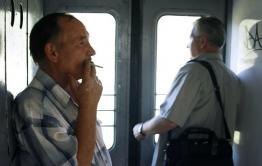 Курильщики требуют вернуть курилки в поезда дальнего следования