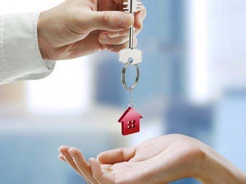 Читинка взяла с жительницы Верх-Усуглей деньги за съемную квартиру, а ключи от нее не отдала
